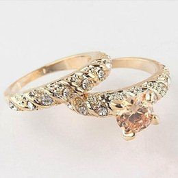 Wholesale Ring Wedding Pair Gold - whole sale2pcs Pair Crystal Gold Color Couple Wedding Rings Classic Men Women Jewelry Accessories Lovers' Gift