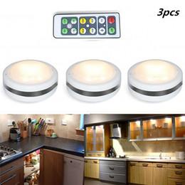 Batería led redonda online-Luz de noche LED Luces de armario controladas a distancia Super brillante debajo de la lámpara del gabinete Forma redonda Luces led regulables con pilas