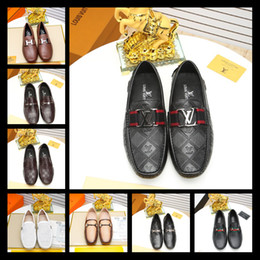 Wholesale metal rivet shoes - 2018 Italian Luxury Brand Leather Men Leisure Dress Shoe Part Gift Doug Shoes Metal Buckle Slip-on Famous Brand Man Lazy Falts Loafers Zapa