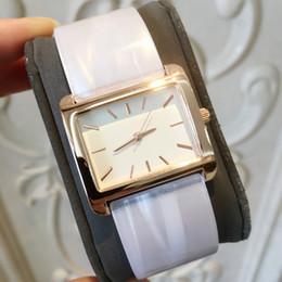 Relojes de moda de plastico damas online-2018 nuevo vestido de moda pulsera de plástico mujeres relojes de pulsera reloj de señora de lujo partido de acero inoxidable marca de moda de alta calidad reloj de pulsera superior