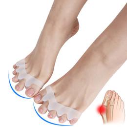 1 пара ног сепаратор вальгусная вальгусная пальцы перекрываются разделение пальцев реабилитация корректирующие ортопедические пять отверстий ногтей инструменты cheap overlapping toes от Поставщики нахлестывающиеся пальцы