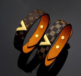 Marque Design Or V Forme Bracelets De Mode Hommes Femmes Motif De Fleurs Bracelet Titane Acier Véritable Bracelet En Cuir Parti Cadeau ? partir de fabricateur