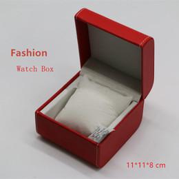 Materiale in pelle rossa online-Top Scatole per orologio rosse Scatole per orologio in materiale sintetico Scatole per scatole quadrate con forme e bracciale Custodia W068