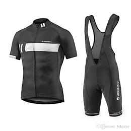 Personalizar baberos jersey online-GIGANTE equipo Ciclismo mangas cortas jersey (babero) establece bicicleta de secado rápido Lycra deporte ropa de desgaste personalizada mtb Bicicleta C1519