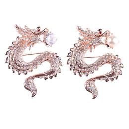 2019 alfileres de dragón Rhinestone / simulado Perla China Dragón Broches Cristal traje de hombre Pin Aleación de zinc Animal Broche Pin Joyería de la mujer alfileres de dragón baratos