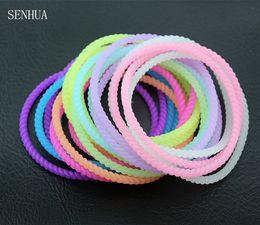 Резиновые браслеты онлайн-Перевозка груза падения 20шт неоновые Флуоресцентные Светящиеся браслеты браслеты Rubber Gummy Hairband твист Glow браслеты браслеты MB02