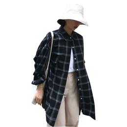 2020 giacche da giacca lunga coreana Summer Windbreaker Abbigliamento donna Large Size 2018 Nuova versione coreana Lattice BF Wind Long Giacca lunga allentata Camicia Donna ZTT39 giacche da giacca lunga coreana economici