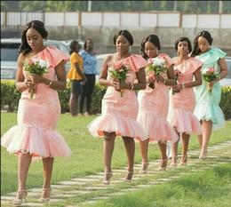 Robes de mariée monarque en Ligne-2018 genou longueur demoiselles d'honneur robes courte nouvelle sirène une épaule simple pays robes de mariée plage demoiselle d'honneur robe