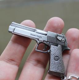 Counter Strike CS CF Armas de imitación Desert Eagle Llavero Guns Llavero llavero Chaveiro Joyería Souvenirs de regalo para los hombres desde fabricantes