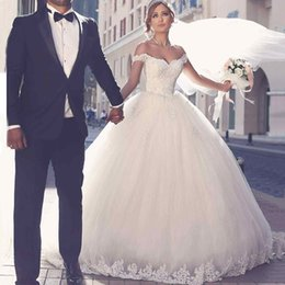 Wholesale Silk Embroidered Pictures - Dubai Arabian Lace Wedding Dresses Free Veil petticoat Ball Gown Sweetheart Off the Shouler Puffy Skirt Sweep Train Brdal Dress