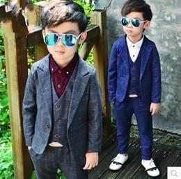 Canada Vêtements pour garçons douces mis en style Angleterre manteau à carreaux enfants avec gilet et pantalon 3 pièces costume mode garçons vêtements supplier england fashion style Offre