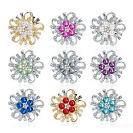 2019 pin de color falso 8 Colores Faux Pearl Floral Pin Broche Diseñador Broches Insignia Esmalte de Metal Pin Broche Mujeres Joyería de Lujo Fiesta de Navidad rebajas pin de color falso