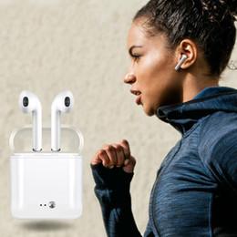 стильный наушник для наушников Скидка Популярные наушники i7s TWS с зарядным устройством для зарядного устройства Earbud Bluetooth Wireless 4.2 музыкальные наушники для IOS Air pods