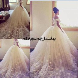 Vestito da cerimonia nuziale indietro handmade del merletto online-2018 Ball Gown Wedding Dresses Off The Shoulder 3D floral Handmade Appliques Country Bridal Gowns Long Train Tulle Back Lace Up