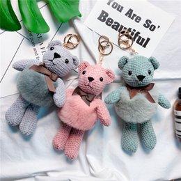 Il vestito porta i sacchetti online-Abito di pelliccia di coniglio, bordo di ananas, catena portachiavi di orsacchiotti, borsa di peluche carina e catena chiave creativa