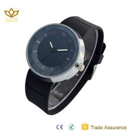 Canada NOUVEAU montres de luxe hommes PU bracelet montres AAA Quantité G Style analogique affichage montre antichoc cadran rond bracelet noir blanc montres Offre