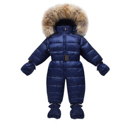 Saltadores de niños pequeños online-Invierno Niños Snow Overoles Bebé Snowsuit Real Fur Collar Infant Toddler Snowsuits Niños Niñas Duck Down Jumper Guantes Calcetines Y18102208