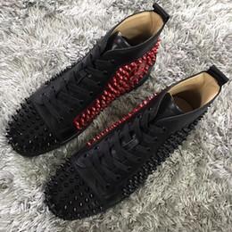 Zapatos de boda clásicos para hombres online-Negro-rojo, cuero blanco y oro Clásico Diseñador Hombres Mujeres Picos Zapatillas de deporte con fondo rojo, Diseñador de la marca Party Wedding Causal Shoes EU35-46