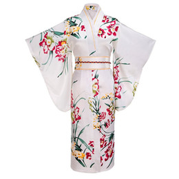 Белое кимоно для косплея онлайн-White Japanese Women Fashion Tradition Yukata Silk Rayon Kimono With Obi Flower Vintage Cosplay Costume Evening Dress One size