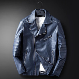 Cuoio stretto dagli uomini online-Man Tight Fitting Giacche Coreano Autunno e Inverno New Pu Leather Motorcycle Jacket Stand Collare di qualità Cappotto
