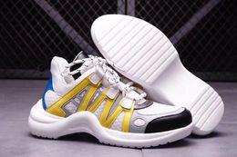Argentina Descuente la moda de las zapatillas deportivas de moda salvaje para niña con un diseño futurista de corredores de suela voluminosa, las zapatillas de mujer Trend Spring dominan las pasarelas supplier design golf shoes Suministro