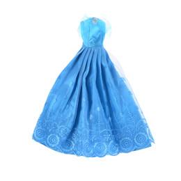 Wholesale 1 Juego de Decoración hecha a mano azul Vestidos de noche Princesa Doll Ropa de flores de encaje delicado para s Accesorios de muñecas de juguete