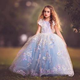 Robes princesse colorées en Ligne-Princesse Coloré Appliques Broderie Paillettes Filles Pageant Robes 2018 Robe De Bal Cap Manches Arabe Fête De Mariage Robe Pour Enfants