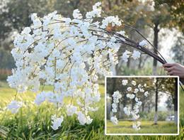 Flores artificiais de haste longa on-line-Falsa flor de cerejeira flor ramo begonia sakura árvore haste 138 cm de comprimento para o evento festa de casamento artificial flores decorativas