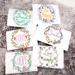 Servilletas de satén online-Servilletas de tela de tela cuadrada de tela de satén servilleta de bolsillo pañuelo para boda cumpleaños fiesta en casa Hotel blanco 45 * 70 cm
