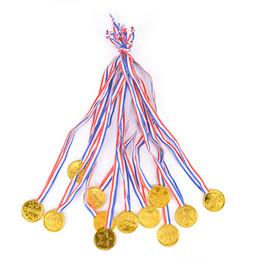 12 unids Ganadores Ganadores de Plástico de Oro Medallas Día de los Deportes Bolsa Premio Premios Juguetes Para la decoración del partido desde fabricantes
