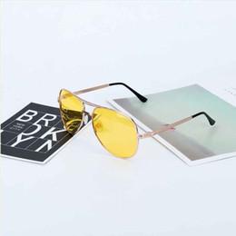 2018 Nova Chegada dos homens Óculos de Motoristas de Carro Óculos de Visão  Noturna Anti-Glare Polarizada Óculos De Sol Condução Polarizada Óculos De  Sol ... b6324be5ec