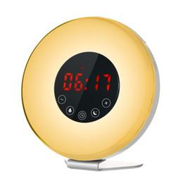 Просыпайтесь свет будильник светодиодные цифровые часы с FM-Радио 7 цветов свет звуки природы функция повтора сенсорный стол управления cheap lighted up alarm clock от Поставщики будильник включен