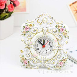 Coreano tabela decorações on-line-TUDA Frete Grátis 4 Polegada Relógio de Mesa Estilo Coreano Romântico Rosa Escultura Resina Relógio De Mesa para o Quarto Decoração Relógio de Mesa