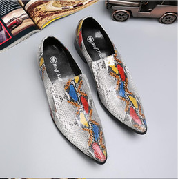 2018 New Europe bling Leather Shoes Rhinestone Fashion Mens Dress wedding Shoes  Men Casual Diamond Pointed Toe Loafers S412 ec21275c399