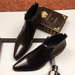 2019 zapatos de vestir amarillos Botas altas de cuero para hombres Botas de invierno Botines de trabajo para hombres Zapatos de punta oxidados masculinos de la boda del dedo del pie negro zapatos de vestir amarillos baratos