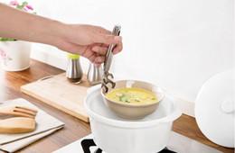 Morsetto di piatto online-Creativo multifunzione piatto in acciaio inox piatto clip antiscottatura palmare ciotola pentole morsetto bella cucina accessori nave libera