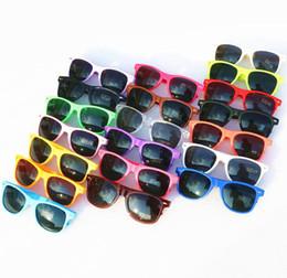 Vasos de plástico para niños online-2018 venta caliente 20 unids venta al por mayor gafas de sol de plástico clásicas gafas de sol cuadradas vintage retro para mujeres hombres adultos niños niños multi colores