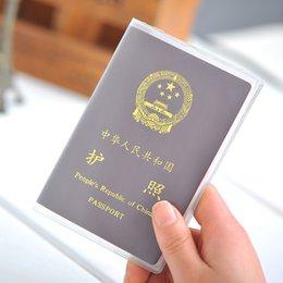 2019 cubierta de la tarjeta de identificación de pvc Silicona Transparente Claro Titular de la Tarjeta Titular de la Tarjeta de Pasaporte de PVC Impermeable Pasaporte Protector de Tarjeta de ID Dolders 2 Colores cubierta de la tarjeta de identificación de pvc baratos