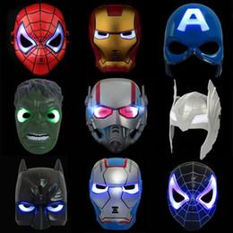 2019 giocattoli maschera spiderman LED Glowing Maschera di illuminazione Spiderman Captain America Figura eroe Maschera per feste Accessorio Costume Cosplay di Halloween 9 colori per bambini giocattoli sconti giocattoli maschera spiderman