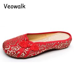 Wholesale Embroidered Cheongsam - Silk Embroidered Summer Women Cheongsam Satin Fabric Slippers Linen Insoles Ladies Retro Comfortable Flat Slide Shoes Red
