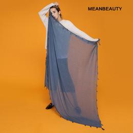 Bufandas de viscosa suave online-Venta caliente anillos hiyabs llanas mujeres viscosas sólido chal wrap gran cabeza bufanda islámica ladie borlas diseño suave bufandas