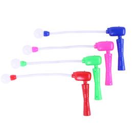 Bambini oscillano online-Giocattolo a dondolo di plastica Mix colore LED Club Swinging Giocattoli per bambini Musica Flash di luce Stick rave Creative 2 7qhj V