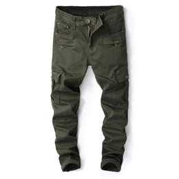 Green cargo тощие брюки мужчины онлайн-2018 New Mens Skinny Ripped Biker Jeans Multi Pockets Zippers Cargo Pant Army Green Men's Pleated Casual Long Fashion Slim Jeans