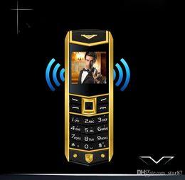 бар телефоны Скидка Роскошный кожаный 8800 бар сотовый телефон классический мобильный телефон Dual Sim GSM длительным временем ожидания Bluetooth камеры FM-радио металлический корпус Quad Band мобильный телефон
