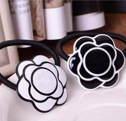 Corde à cheveux blancs en Ligne-Accessoires de luxe Camellia élément de collection logo de mode célèbre Acrylic Hair Rope Bonne qualité cadeau de fête VIP Classic White et Black