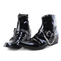 männer schwarze hohe stiefeletten Rabatt Trending Black Men Ankle Boot Spitz Schnalle Ketten Charme Fashion Boot Herren Motorradstiefel High Top Lackleder Schuhe Zapatos Y10
