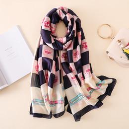 e0fbb64298f3 2018 nouvelle marque femmes foulard mode doux foulards en soie d impression  Lady longue châle et enveloppe femme plage volé Foulard Hijabs