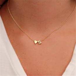 ожерелье аксессуары для женщин Скидка Мода Tiny Dainty Heart Первоначальное ожерелье Персонализированное письмо ожерелье Название Ювелирные изделия для женщин Аксессуары Подружка Подарок
