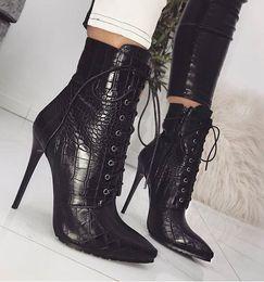 Gekreuzte stiefel online-Serpentin Damen Stiefel Kreuzband Super High 11CM große Code 35-42 Damenschuhe Nightclub Gladiator Chivalry Stiefel
