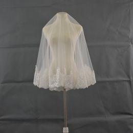 Canada 2018 Derniers voiles de mariée islamiques catholiques Deux couches jusqu'à la longueur du cou brillant perlé appliques Hemline Ivoire doux Tulle Mariage Mantilla Veils Offre